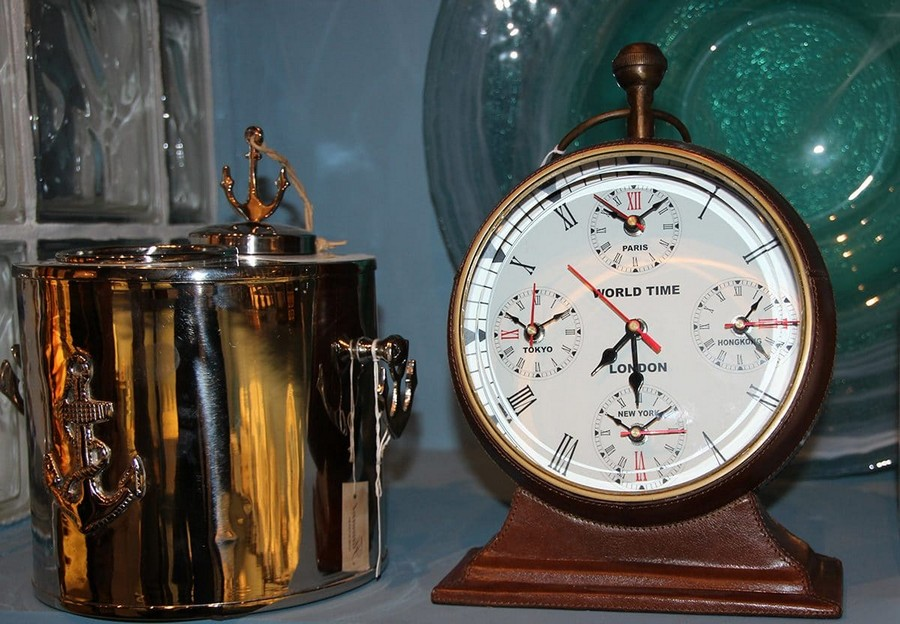 3-Flamant-retro-clock-home-decor-interior-accessories-at-Maison-&-Objet-2017-exhibition-trade-fair