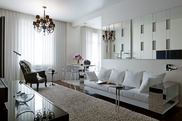 3-cozy-elegant-neo-classical-modern-black-and-white-interior-design-open-concept-living-room-black-crystal-chandelier-Kartell-white-sofa-with-mirrored-arm-rest-Flexform-mirror-wall-black-leather-arm-chair-Mui-Olivar-coffee-table