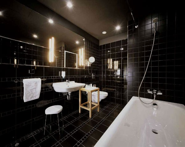 4 (2)-black-and-white-bathroom-interior-design-tiles-bathtub-toilet-wash-basin
