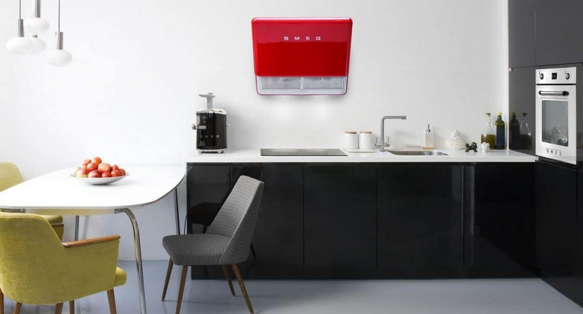 4-SMEG-red-retro-cooker-hood-in-kitchen-interior-design