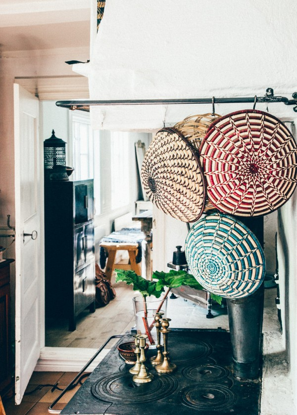 4-Scandinavian-Sweden-bohemian-boho-chic-style-interior-design-wicker-baskets-decor-old-stove