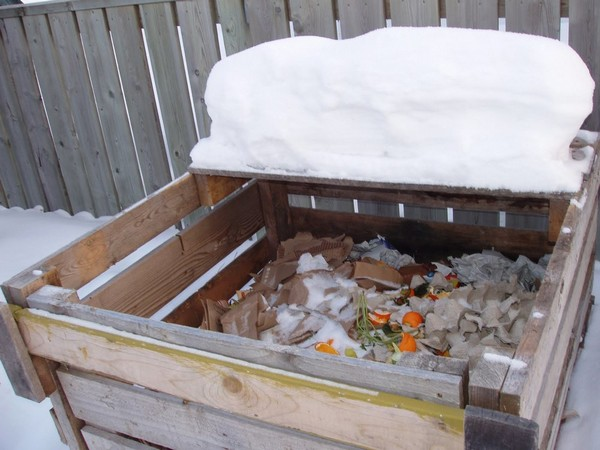 5-garden-compost-bin-in-winter