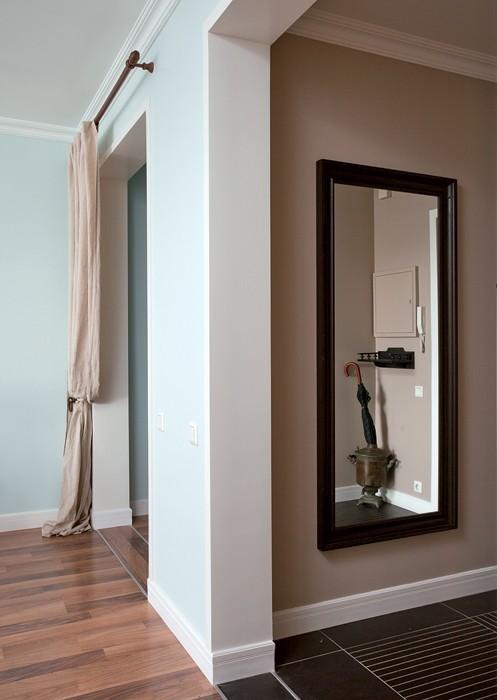 5-light-blue-hallway-corridot-entance-big-mirror-drapery-door-apertures