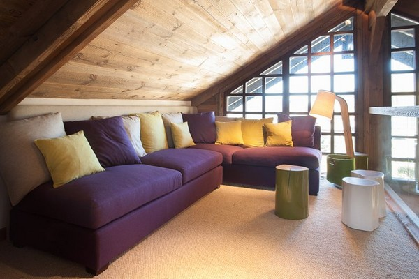 5-total-wooden-chalet-style-apartment-lounge-living-room-interior-design-purple-sofa