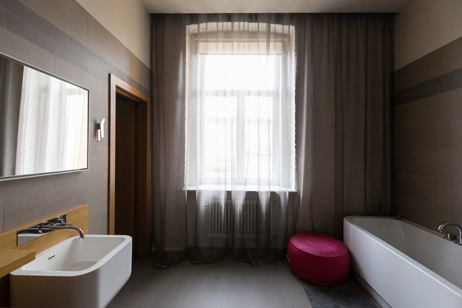 6-2-minimalist-style-interior-design-apartment-contemporary-bathroom-pink-padded-stool-ottoman-tulle-curtains-wash-basin-bath-big-window