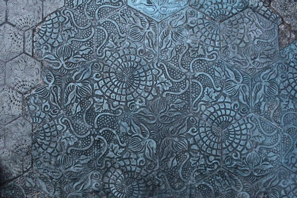 6-Antonio-Gaudi-Barcelona-pavement-hexagonal-tiles-marine-pattern