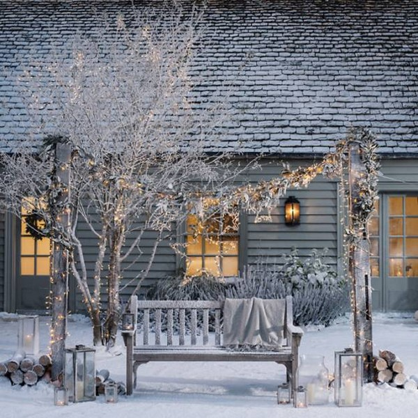 6-beautiful-garden-in-winter-wooden-bench-Christmas-lights-garland