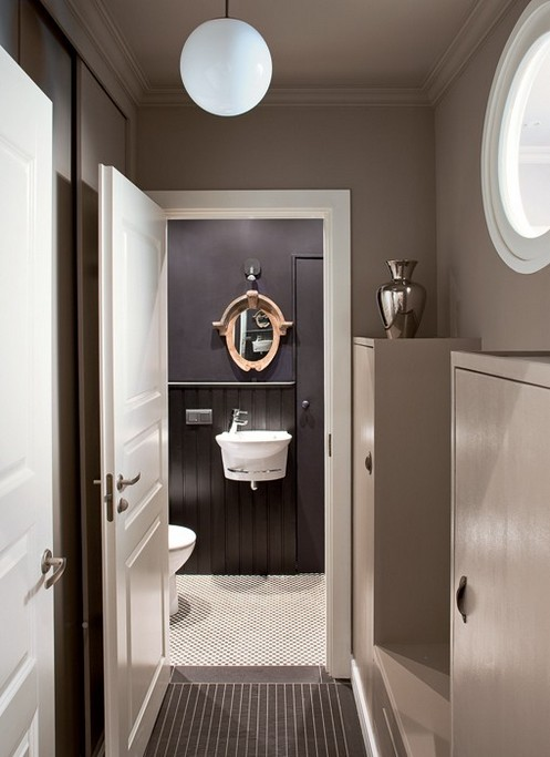 6-dark-gray-graphite-brown-small-bathroom-interior-design-victorian-baseboard-light-wood-mirror-frame