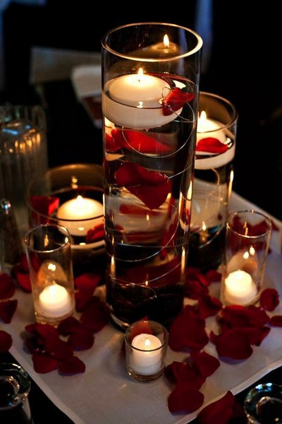 7-beautiful-romantic-table-setting-for-Valentine's-Day-ideas-candles-rose-petals