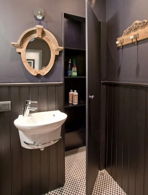 7-dark-gray-graphite-brown-small-bathroom-interior-design-victorian-baseboard-light-wood-mirror-frame-carved-engraved-coat-rack
