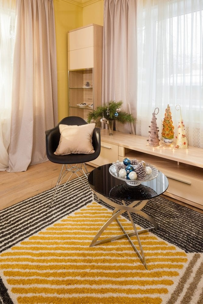 7-light-console-yellow-living-room-design-carpet-coffee-table-Christmas-decor