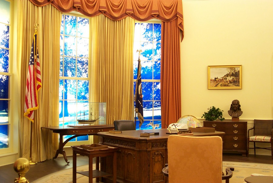 8-Jimmy-Carter-the-Oval-Office-White-House-interior-design-neo-classical-style