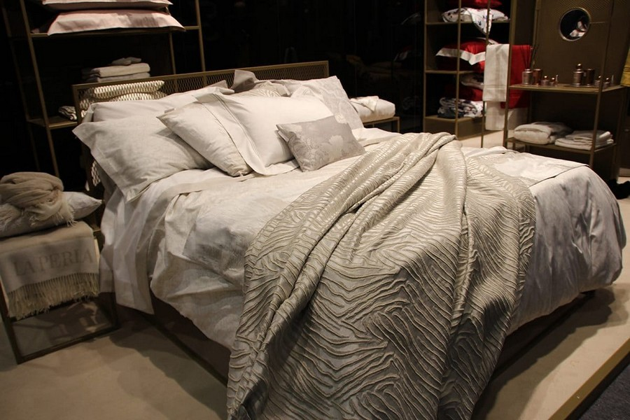 8-La-Perla-Home-by-Fazzini-gray-bed-linen-home-textile-at-Maison-&-Objet-2017-exhibition-trade-fair