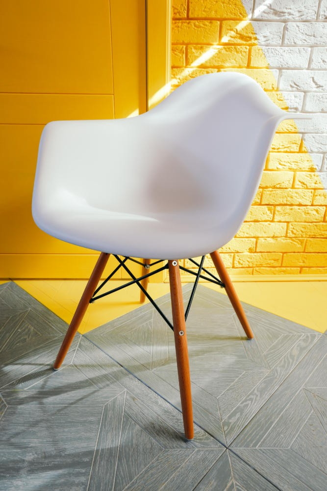 8-white-plastic-chair-with-wooden-legs-framework