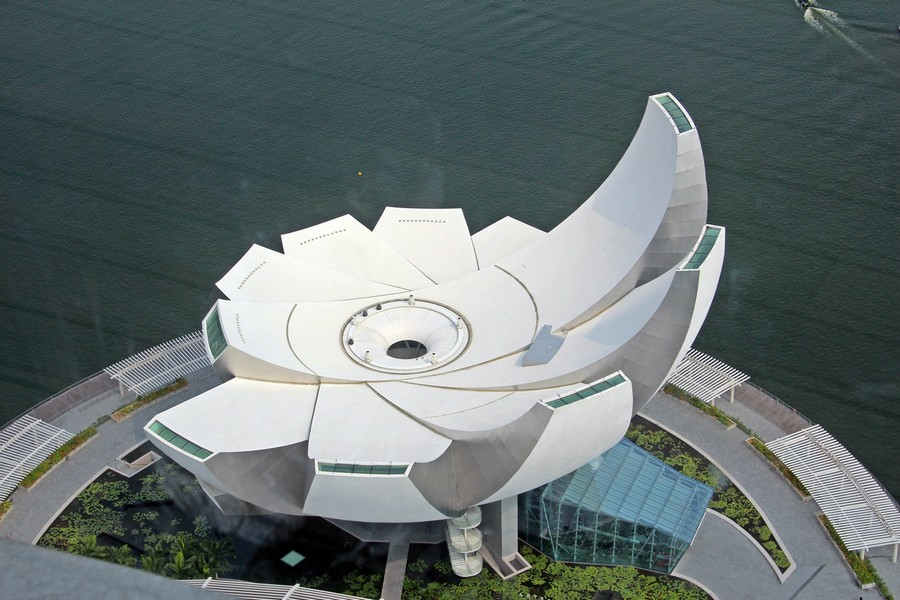 0-Artscience-Museum-singapore-biomimicry-in-modern-architecture-futuristic-lotus-flower-shaped-building