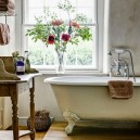 0-Provence-style-bathroom-interior-design-vintage-retro-bathtub-decor-pastel-colors-furniture-clawfoot-bath-shelves-window-basket
