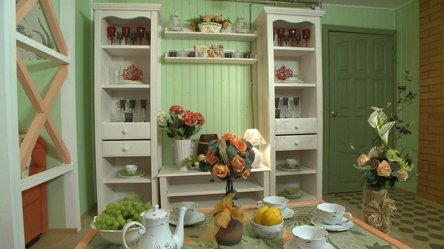 0-Provence-style-living-room-interior-design-green-mint-and-coral-colors-wooden-walls-corkwood-floor-white-shelf-unit-table-setting-tableware