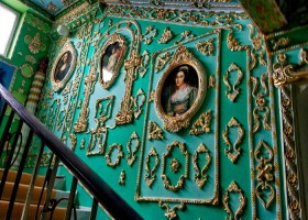 0-Rococo-style-common-stair-design-Kyiv-portraits-plaster-moldings-gold-plated-wall-decor