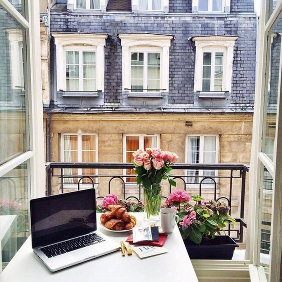 0-modern-French-apartment-interior-design-France-work-area-on-windowsill-window-desk-laptop-flowers-French-balcony
