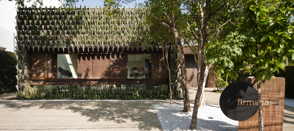 1-1-biomimicry-architecture-Brazil-Sao-Paolo-concept-store-Firma-Casa-vertical-garden-green-eco-building-mother-in-laws-tongue-succulents-plants