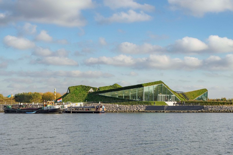 1-Biesbosch-national-park-museum-with-green-living-roof-in-Netherlands