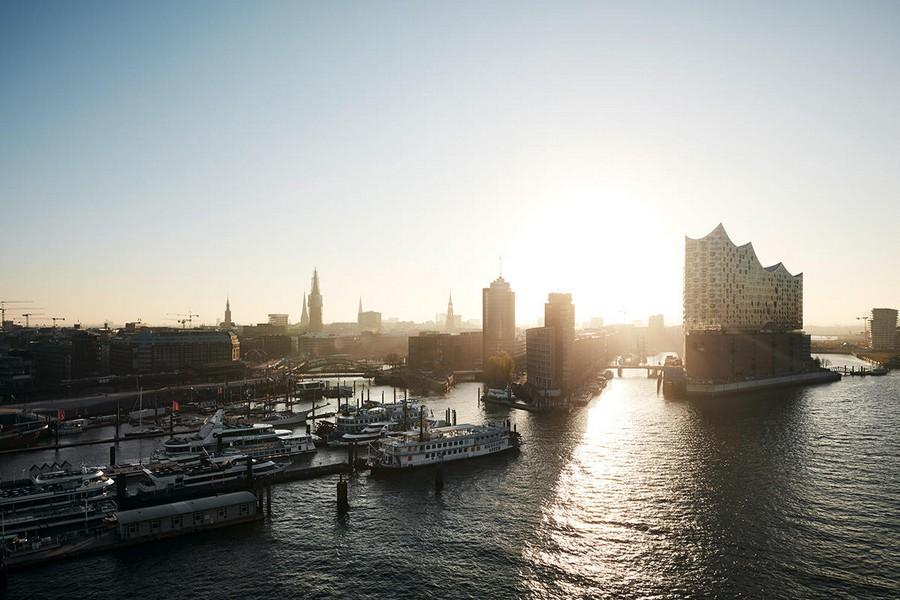 1-Elbe-Philharmonic-Hall-Hamburg-Port-Germany-exterior-Elbe-River-modern-architecture-2017