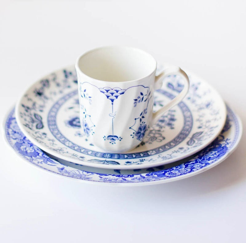 1-blue-and-white-tea-china-set-cup-saucers