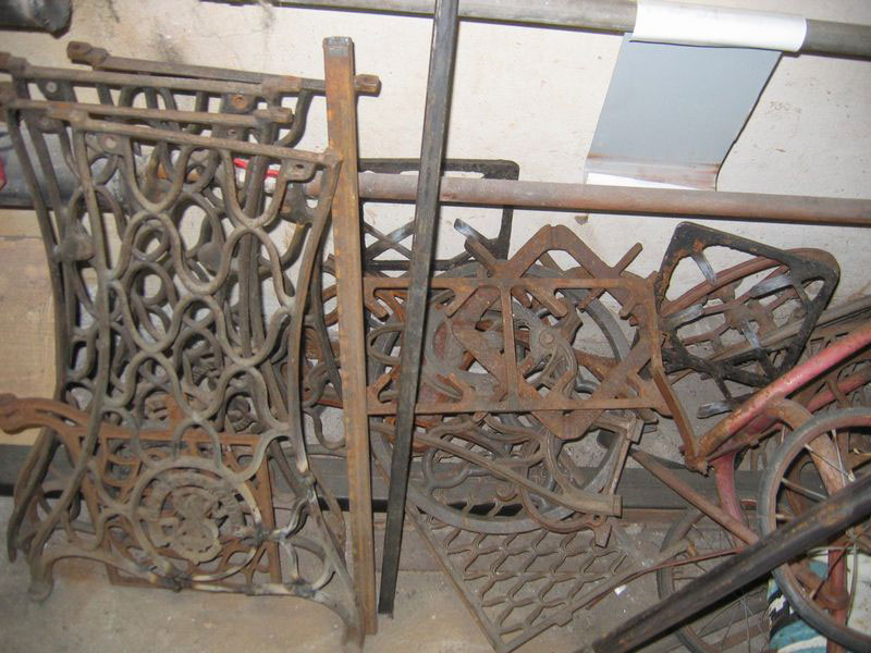 1-handmade-welded-fire-pit-grill-brazier-garden-from-old-vintage-treadle-sewing-machine-Singer-re-use-make-ideas-spare-parts-scrap-metal