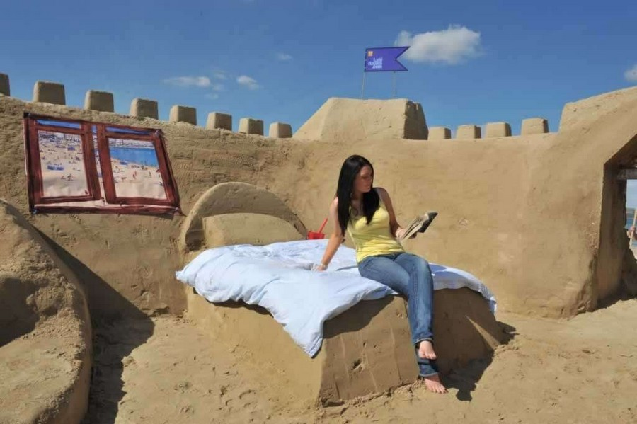 10-Sand-castle-Bed-hotel-by- Mark-Anderson-creative-furniture-design