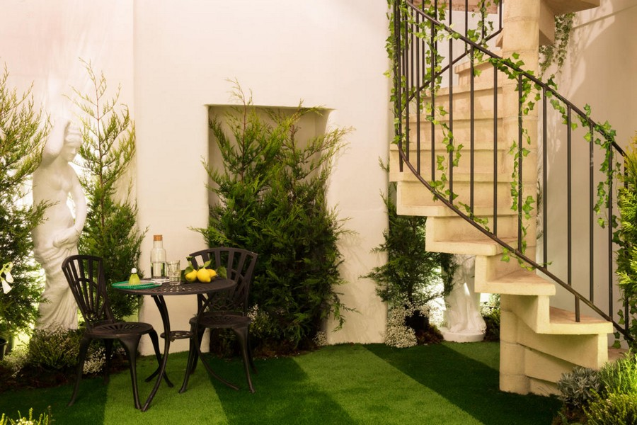10-green-eco-naturalistic-style-house-for-rent-by-Pantone-Airbnb-London-greenery-potted-plants-interior-design-lawn-grass-floor-staircase-table-chairs