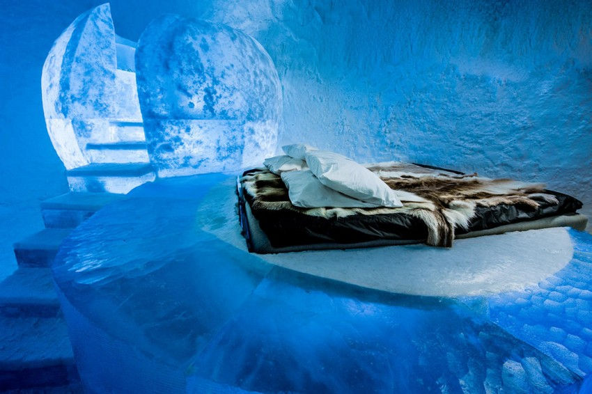 10-icehotel-sweden-cold-ice-room-interior-design-wishful-thinking-fisherman-moon-inspired-fairy-tale-hand-carved-ice-figures