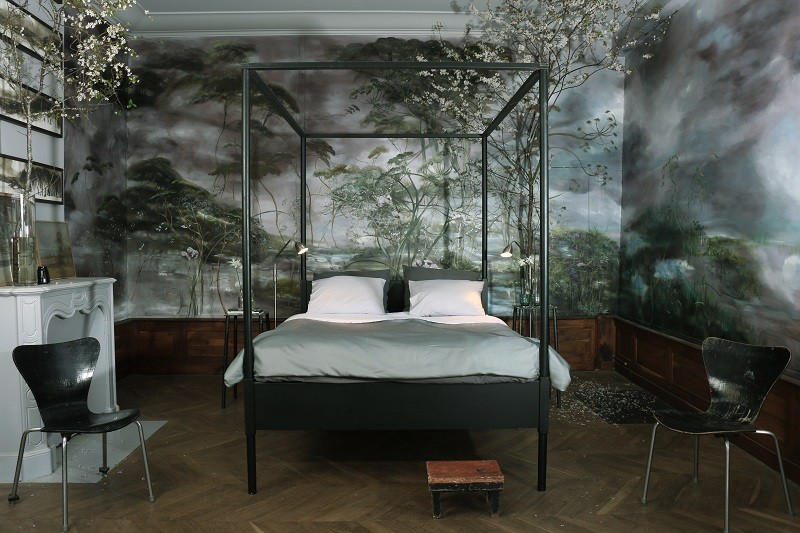 12-claire-basler-naturalist-painter-flower-paintings-nature-contemporary-artworks-painted-walls-in-interior-design-bedroom