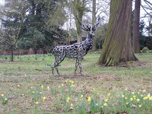 13-deer-stag-forgen-metal-garden-sculptures-art-from-horseshoes-by-Tom-Hill-England