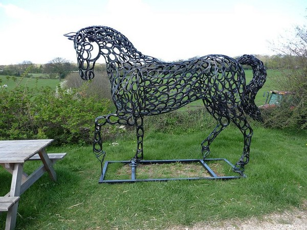 17-horse-Dressage-forgen-metal-garden-sculptures-art-from-horseshoes-by-Tom-Hill-England