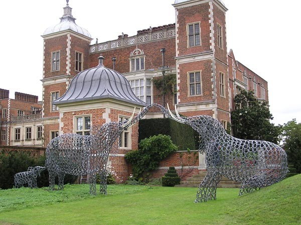 18-elephant-forgen-metal-garden-sculptures-art-from-horseshoes-by-Tom-Hill-England