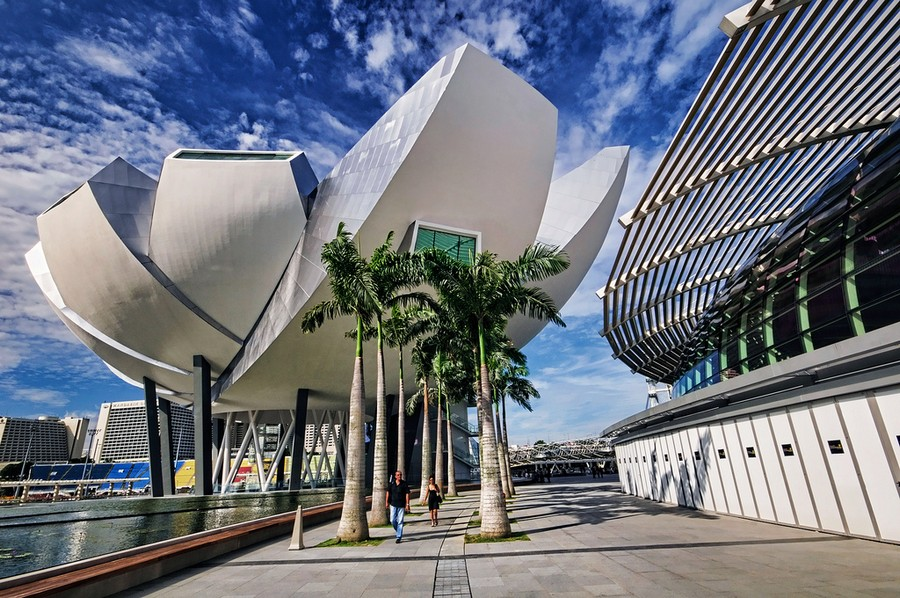 2-Artscience-Museum-singapore-biomimicry-in-modern-architecture-futuristic-lotus-flower-shaped-building