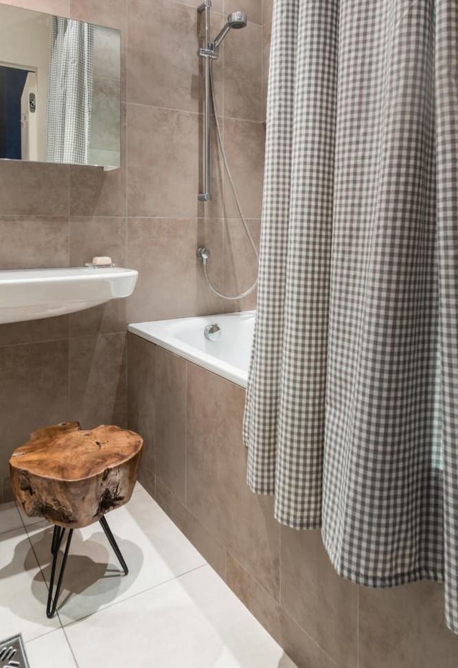 2-contemporary-Scandinavian-style-interior-design-gray-beige-white-bathroom-checkered-shower-curtain-handmade-stool-stump-seat-tiles