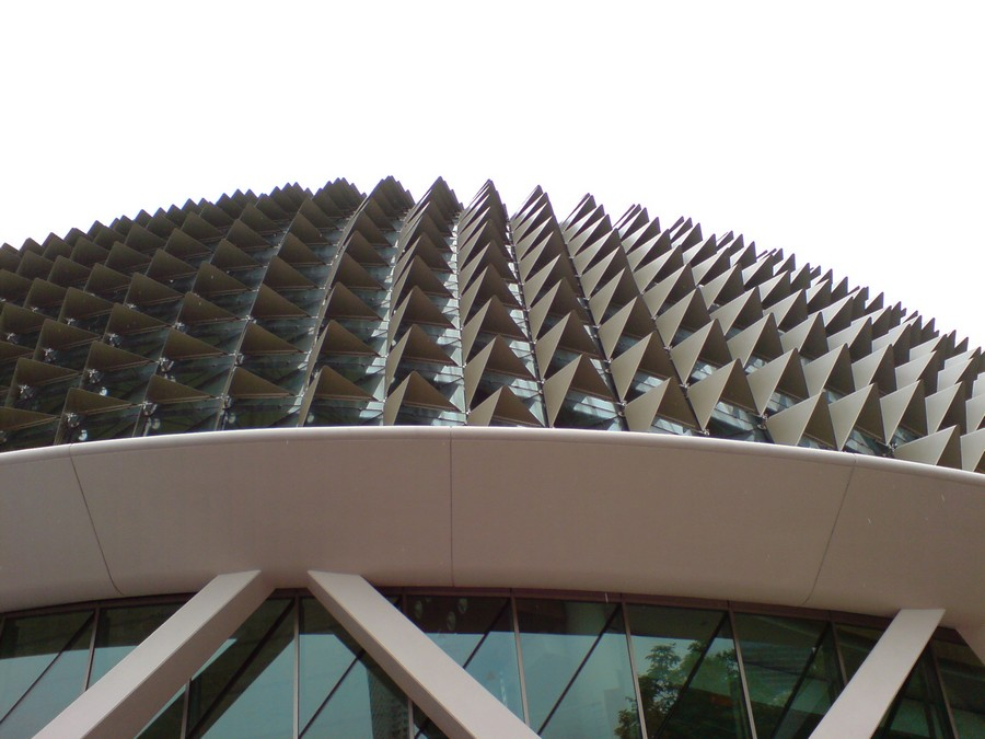 2-esplanade-marina-bay-singapore-biomimicry-in-modern-architecture-spiky-metal-roof-durian-fruit