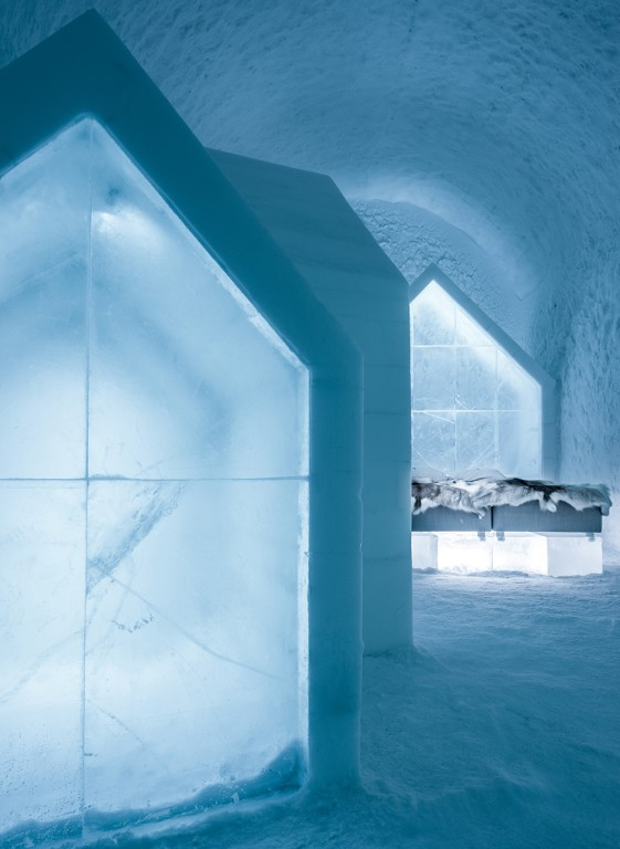 2-icehotel-sweden-cold-ice-room-interior-design-blue-houses-hand-carved-ice-figures