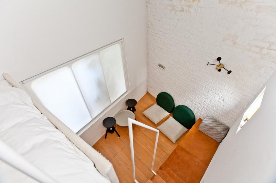 2-small-tiny-one-bed-bedroom-house-in-London-Islington-England-loft-bed-view-dining-room-podium