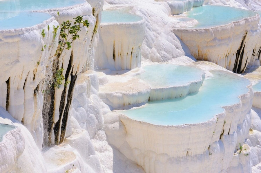2-travertine-terrace-with-water-hot-spring-in-Turkey-Pamukkale-natural-wonder