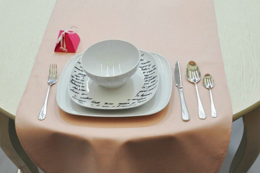 3-1-how-to-decorate-table-setting-for-Valentine's-Day-creative-ideas-DIY-workshop-wishes-written-on-white-tableware-with-black-marker-pen-for-ceramics