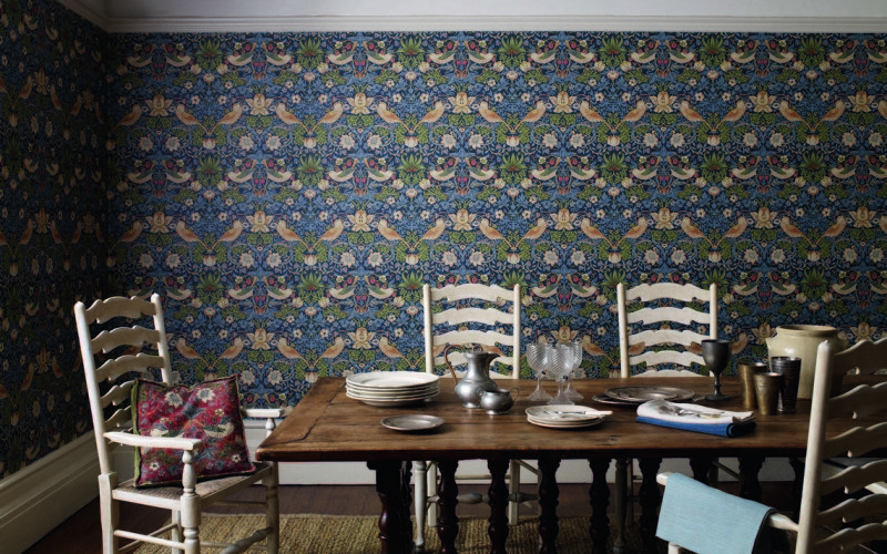 3-2-Morris-&-co-blue-and-yellow-floral-pattern-strawberry-thief-English-British-style-wallpaper-design