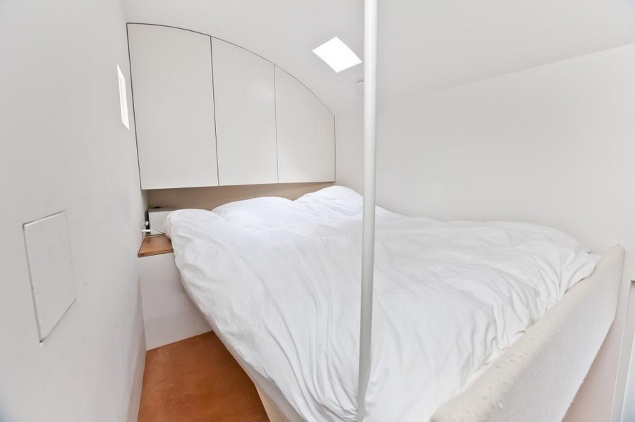 3-small-tiny-one-bed-bedroom-house-in-London-Islington-England-loft-bed