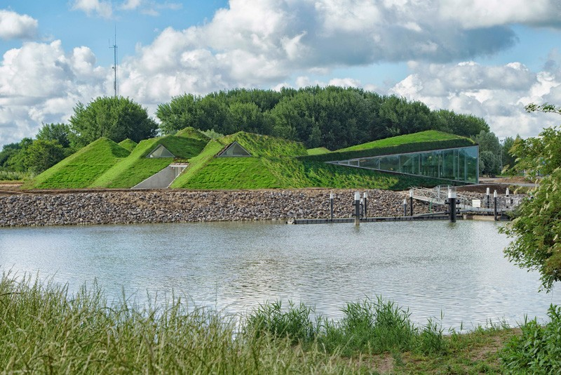 4-Biesbosch-national-park-museum-with-green-living-roof-in-Netherlands