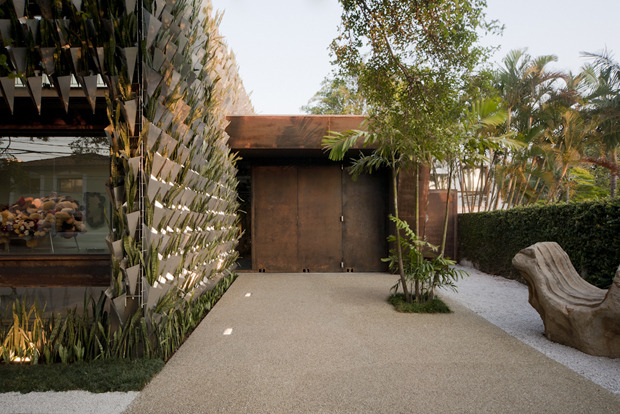 4-biomimicry-architecture-Brazil-Sao-Paolo-concept-store-Firma-Casa-vertical-garden-green-eco-building-mother-in-laws-tongue-succulentts-plants-elastopave-covering-faux-moss
