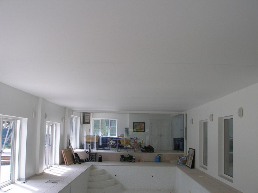 4-stretch-ceiling-in-interior-design-big-room-visible-seams-white-matte