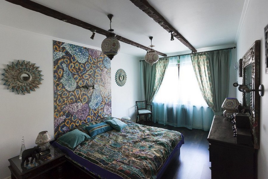5-1-eclectic-provence-style-bedroom-interior-design-ethnical-motives-oriental-mosaic-tiles-headboard-lamps-mirror-curtains-ceiling-beams