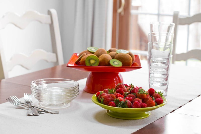 5-DIY-handmade-fruit-bowl-mini-dessert-cake-stand-from-old-cups-and-bowls-dishes-red-lime-green