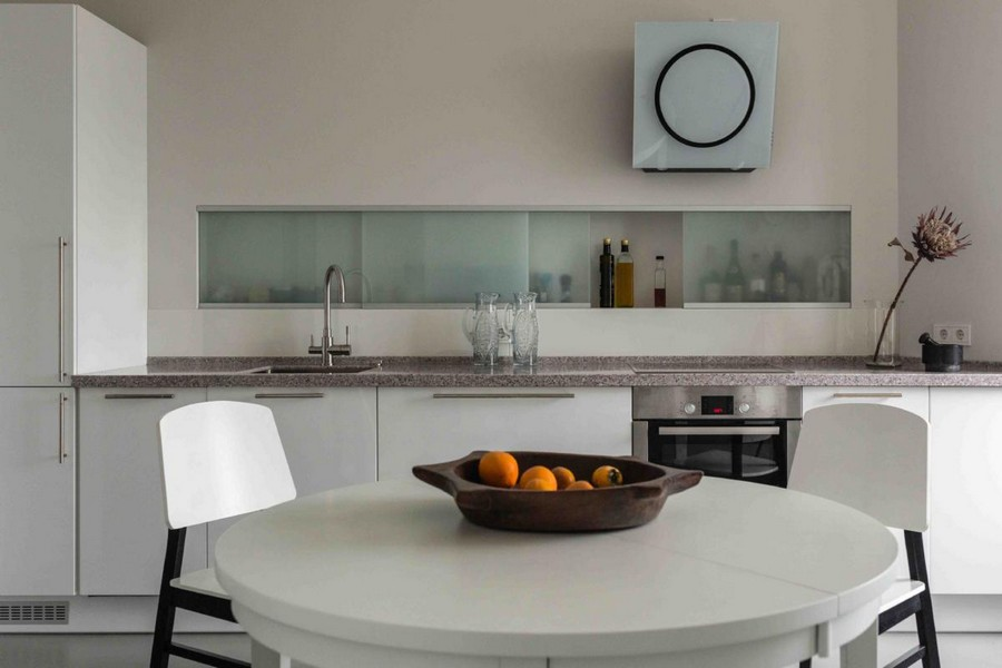 5-contemporary-Scandinavian-style-kitchen-interior-design-gray-beige-white-without-upper-cabinets-recess-storage-stone-worktop-round-dining-table-chairs